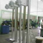 Agitador com estrutura metálica sobe-desce para tanque de 1000 litros