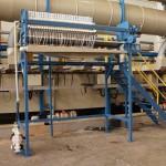 Filtro prensa com estrutura metálica para caçamba